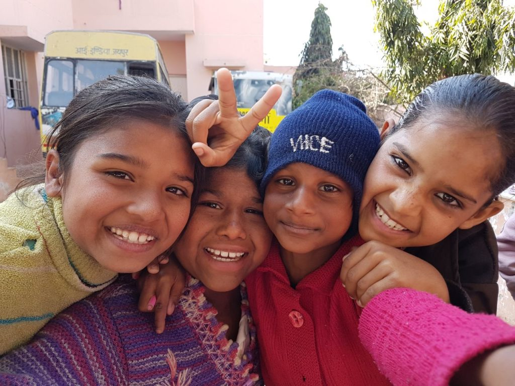 world's education for kids - Kinder in Rajasthan - Engagement von Raymonde